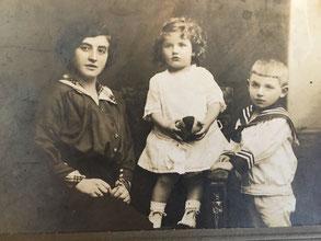 Thekla Kamm, geb. Sichel mit ihren Kindern Fanny (später Rachel) und Lothar