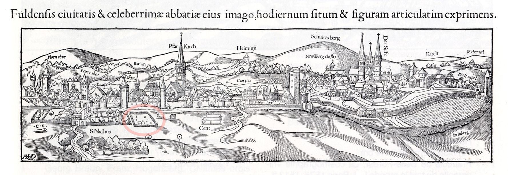 Ansicht der Residenzstadt Fuldt von Hans Brosamer in Sebastian Münsters Cosmographia universalis, der Alte Jüdische Friedhof ist markiert; Quelle lagis-hessen.de