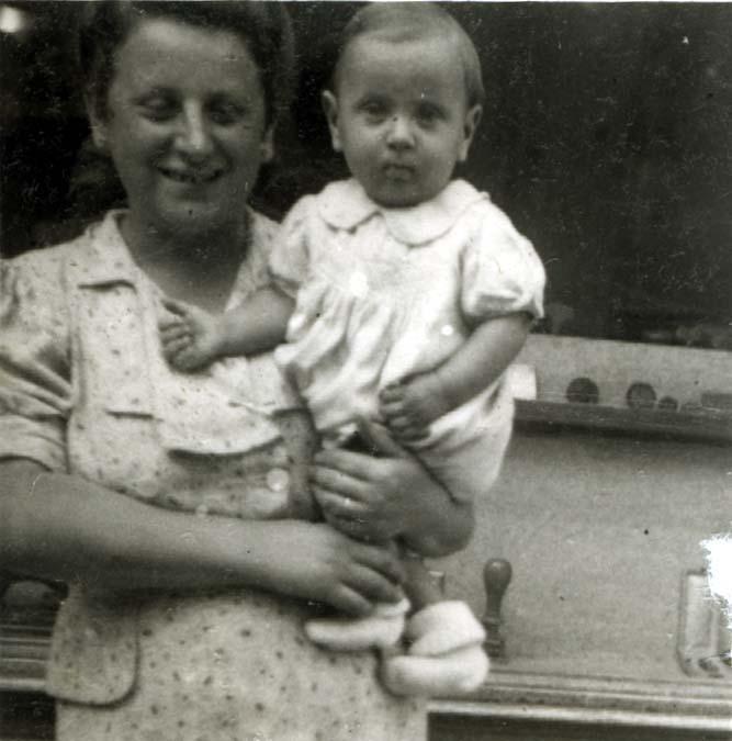 Frida Herbstmann (Ehefrau von Henri) und ihr Sohn Leon