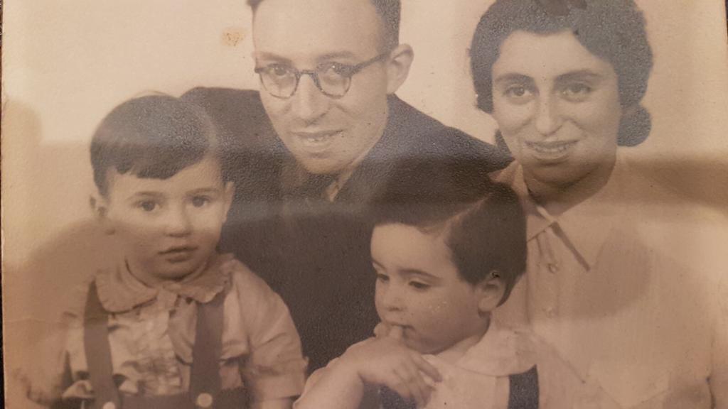 Leo Blumenthal mit seiner Ehefrau Betsy und den Söhnen Marcel und Harry