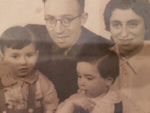 Leo Blumenthal mit Ehefrau Betsy und den Söhnen Marcel und Harry