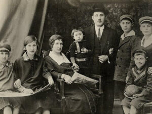 Wolf Leib Herbstmann, seine Ehefrau und Kinder | Wolf Leib Herbstmann, his wife and children